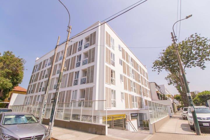 Edificio super centrico a una cuadra del malecon y 4 cuadras de la plaza de Barranco