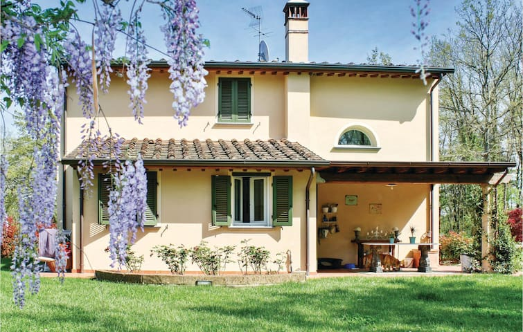 Holiday cottage with 2 bedrooms on 120 m² in Pontedera (PI)