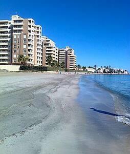 Apartamento a pie de playa, con magnificas vistas. - La Manga