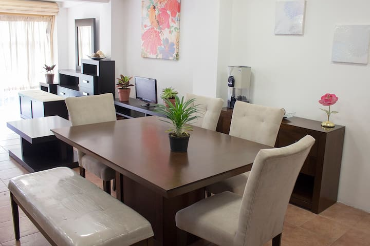 Comfortable studio close to the airport, downtown