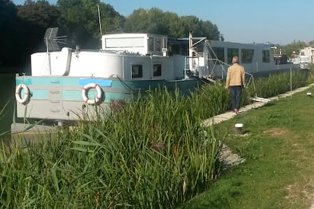 AMAISING  BARGE FOR RENT IN CHAMPAGNE VINEYARDS - Mareuil-sur-Ay