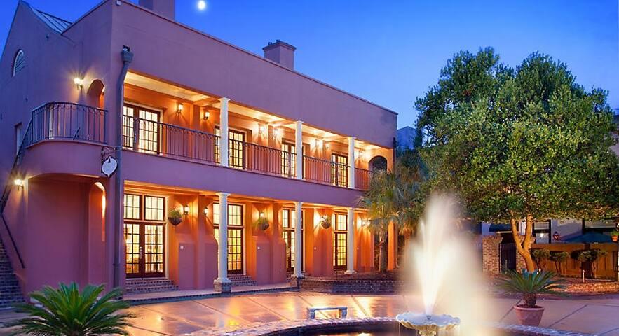 Lodge Alley Inn,  Downtown Charleston, M-F Jun/Jul