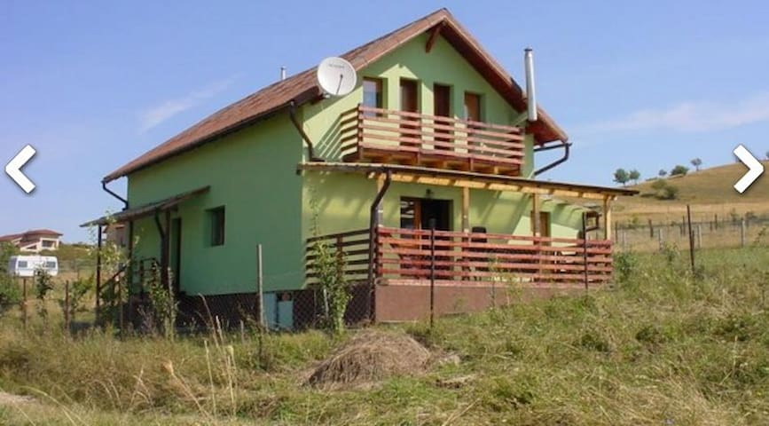 3 bedrooms  5 sgl beds 1 dbl bed, 20 min from Cluj