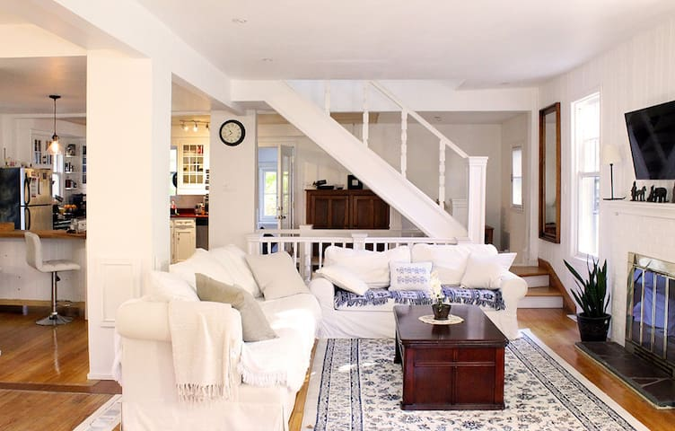 Charming House in Beaconsfield, 20min from MTL
