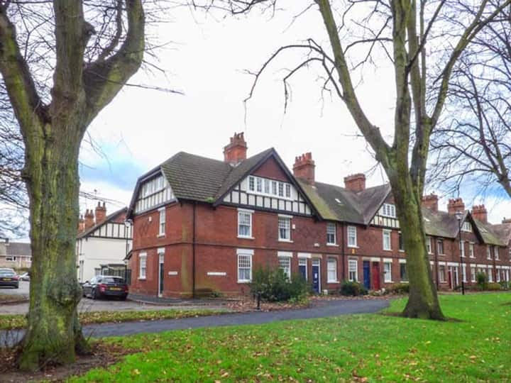 House on the Green-Cosy Spacious-Super location