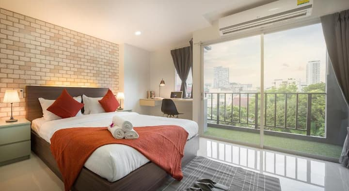 Deluxe Room at Q Space Residence
