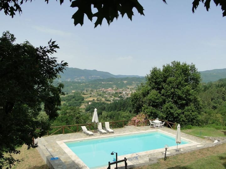 Stone house with private pool for 6 People in Garfagnana