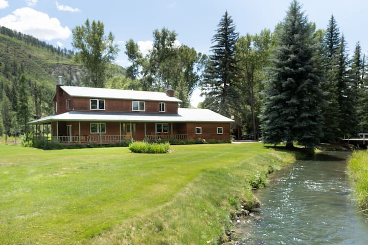 Rare Find on Coon Creek! Sleeps 10, 15 minutes to Durango!