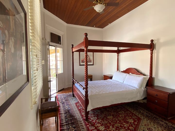 Queen Room with Ensuite @ Royal Hotel Mandurama