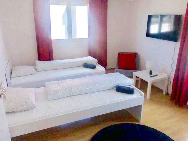 Clean Room (2pax) BEST Price (Red2)