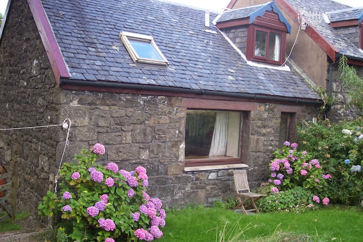 The Byre, Kilchoan, Ardnamurchan - Kilchoan - House