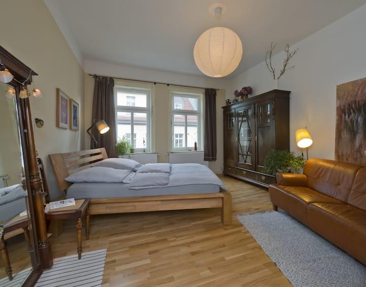 helle, hochwertige 2 Zimmer Wohnung