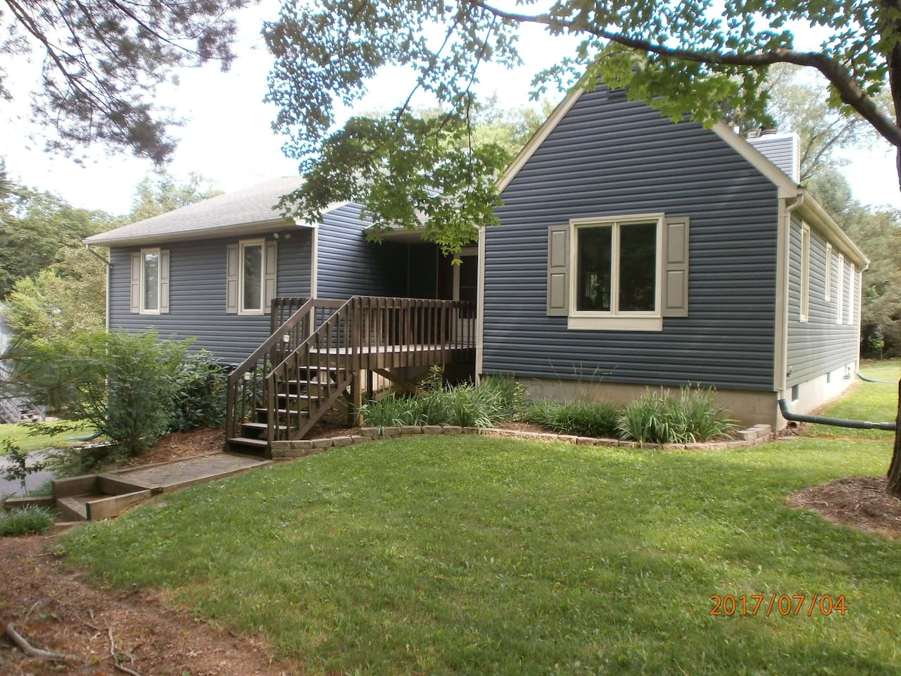 Private cul de sac location. Walk to town. Off street parking.