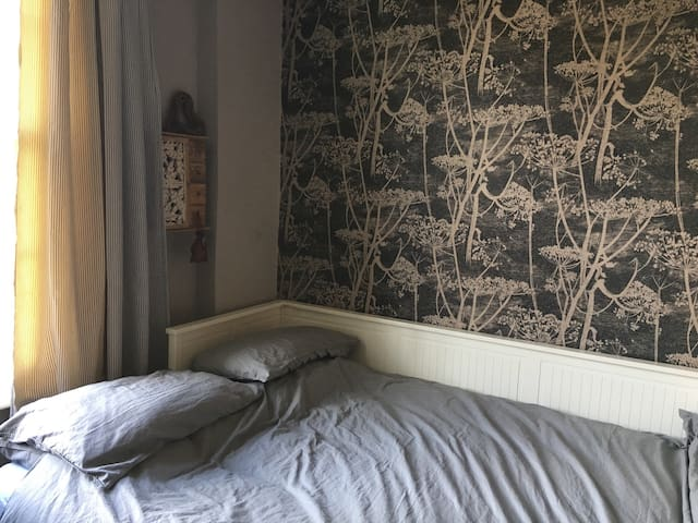 Light and airy room in West London