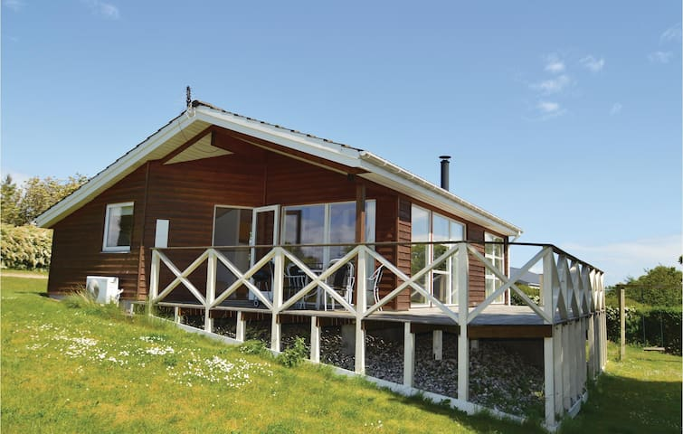 Holiday cottage with 2 bedrooms on 73m² in Lundby