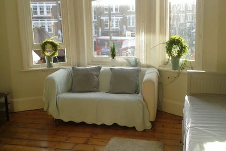 Light Studio room in the heart of Muswell Hill N10 - Londra
