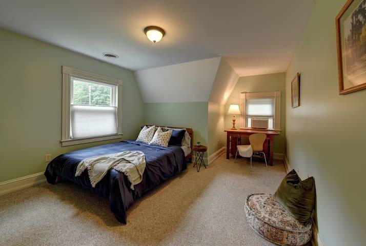 Bedroom 3- Queen Bed and desk area