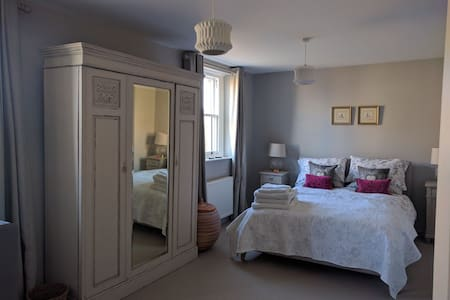 Chic, cosy country house - 2 bedroom listing - Winchcombe - Casa