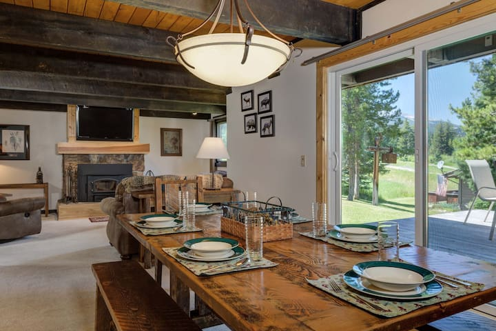25% OFF Ski Rentals! Charming Townhome