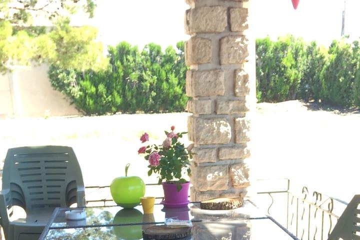 Jolie chambre privée vue sur le luberon - Cabrières-d'Avignon - Talo
