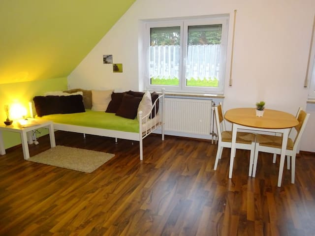 Ruhiges 2-Zimmer-Apartment 20 Minuten zur Messe - Wendelstein - Apartment