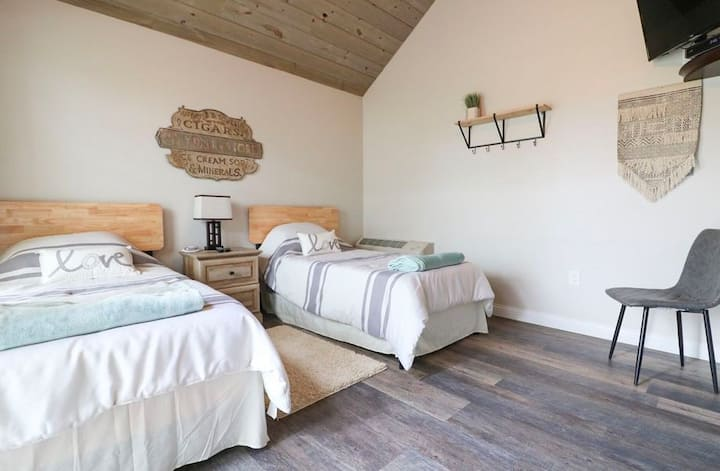 Flying Duck - Galloping Goose Cottages