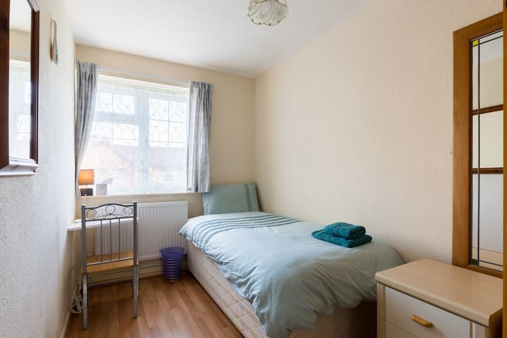 Your Home in Birmingham - Single Room with WiFi