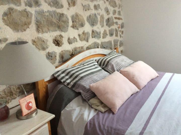 Chambres avec ptit dej Entre Autun et Beaune 49€ .
