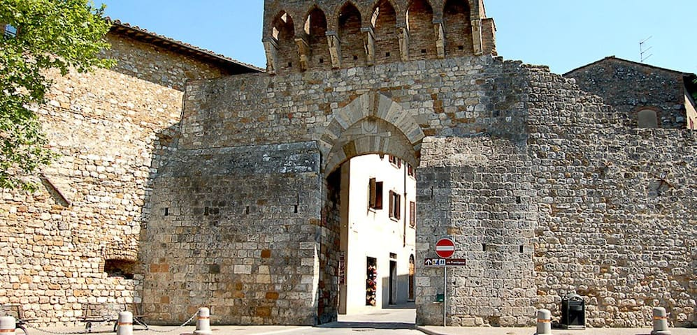 Gate San matteo,  we are 50 meter from   gate medieval  San Matteo  with bus stop for Florence,  Siena, or  train station Poggibonsi.