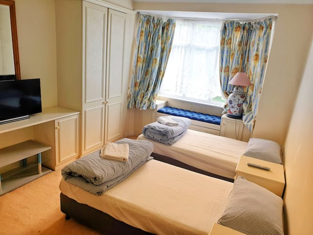AMAZING PRIVATE ROOM +NETFLIX: DOUBLE BED