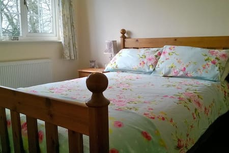 Lovely double bedroom in village setting - Bransgore