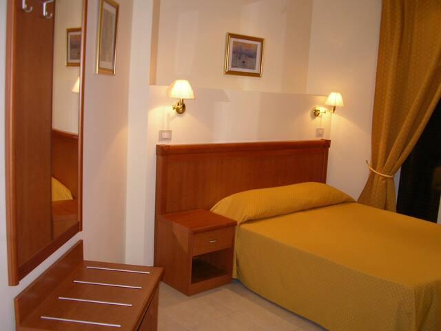 Eur Executive Inn- Double single use 2- - Roma - Bed & Breakfast