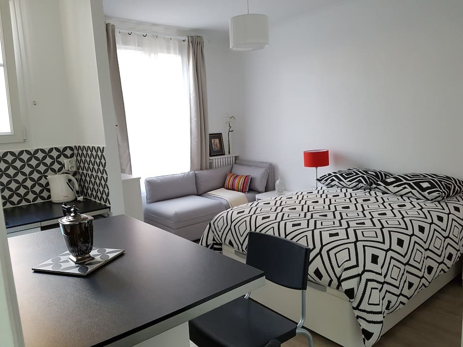 charming studio apartment paris 12 accor arena apartments for rent in paris le de france. Black Bedroom Furniture Sets. Home Design Ideas