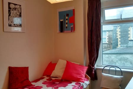 Single near Cumbria Uni - Lancaster