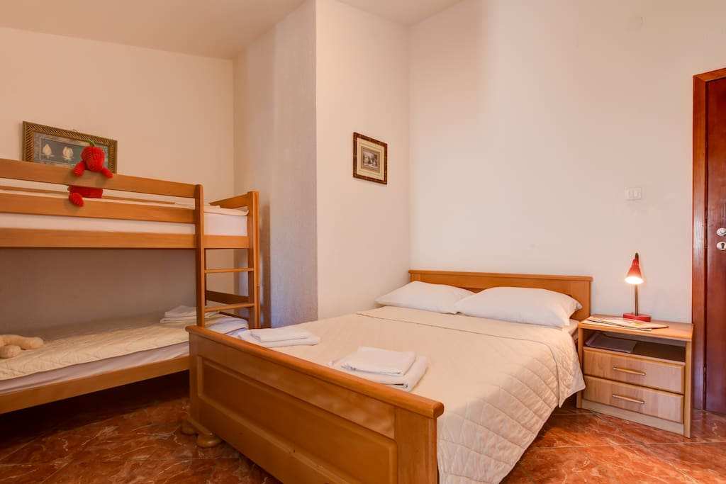 Studio apartment suitable for 4 people, with one double bed and bunk beds.