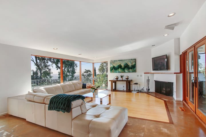 Beautiful 2 bed in Hollywood Hills