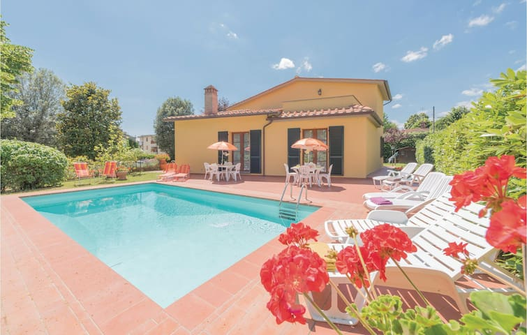 Holiday cottage with 5 bedrooms on 300 m² in Scarperia FI