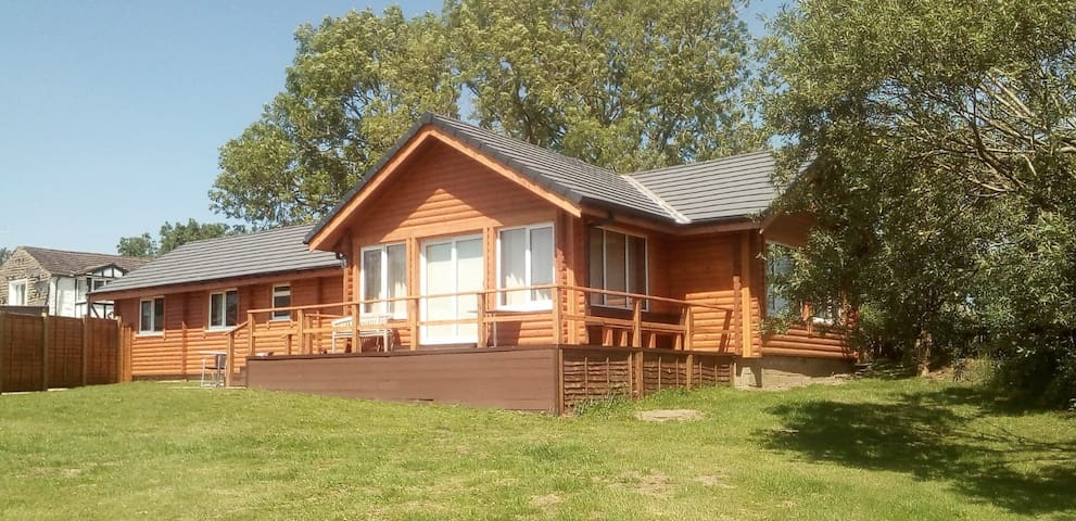 Low Watson Lodge Unique Wildlife & Stunning Views