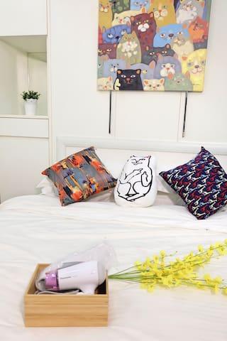 【喵星人】Hello!! catling 貓貓主題房(近中山、雙連、圓山、台北車站捷運站) - Distretto di Zhongshan - Bed & Breakfast