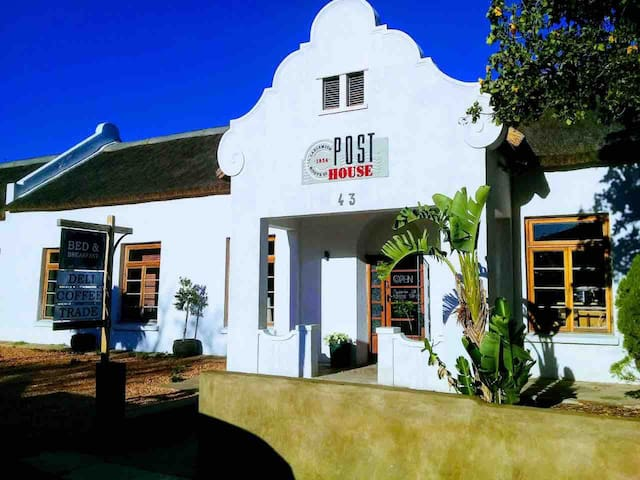 Double Room, Sleeps 4 @PostHouse Ladismith