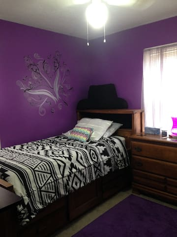 Bedroom in Saybrook for Rent - Ashtabula - House