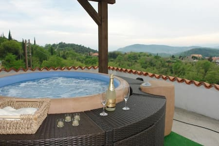 House Rilović - Two Bedroom House with Swimming Pool and Jacuzzi