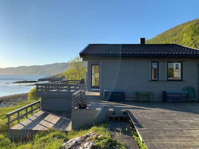 Cabin with seaview, close to the city.