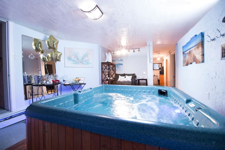 Private Exclusive HOT TUB Vibe in Worcester