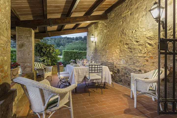 Country air conditioned stone house with pool between Lucca & Sea