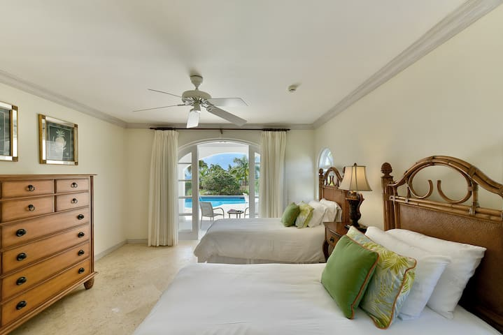 Royal Villa 4 with private pool, One Bedroom