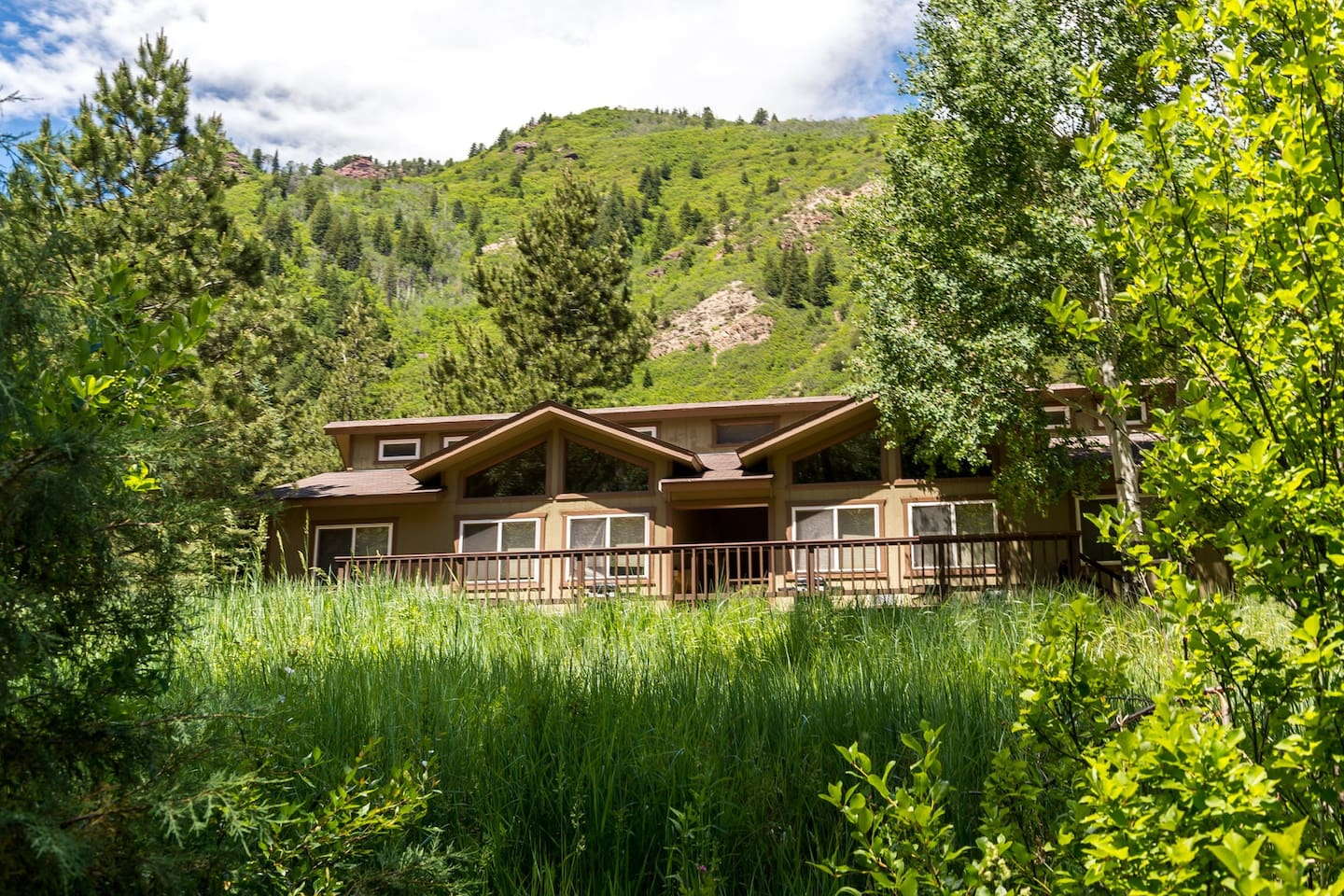 Cozy riverfront cabin w/ shared hot spring - nature preserve across the river
