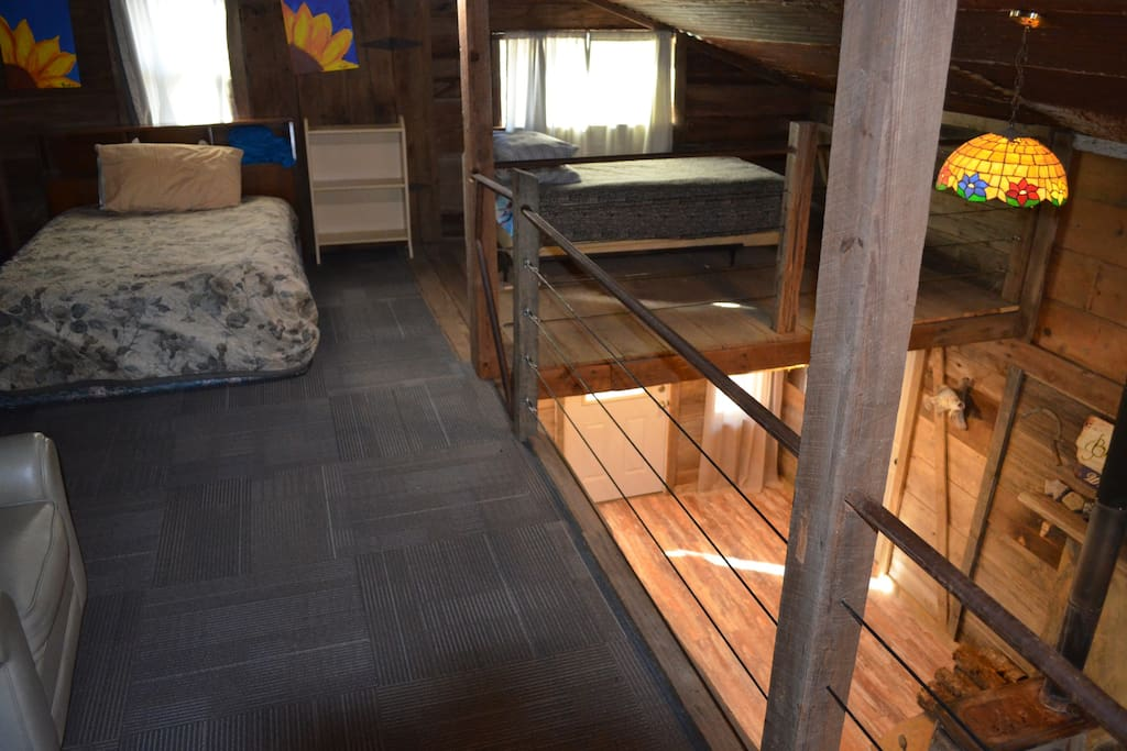 Loft upstairs (Beds: Full & Twin)