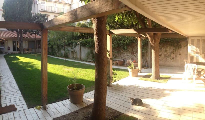 dépendance  calme et cosy plein coeur de Marseille - Marseille - Řadový dům