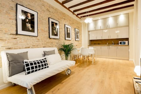 CASTA1 - 1 BDR Apartment at the Historical Center